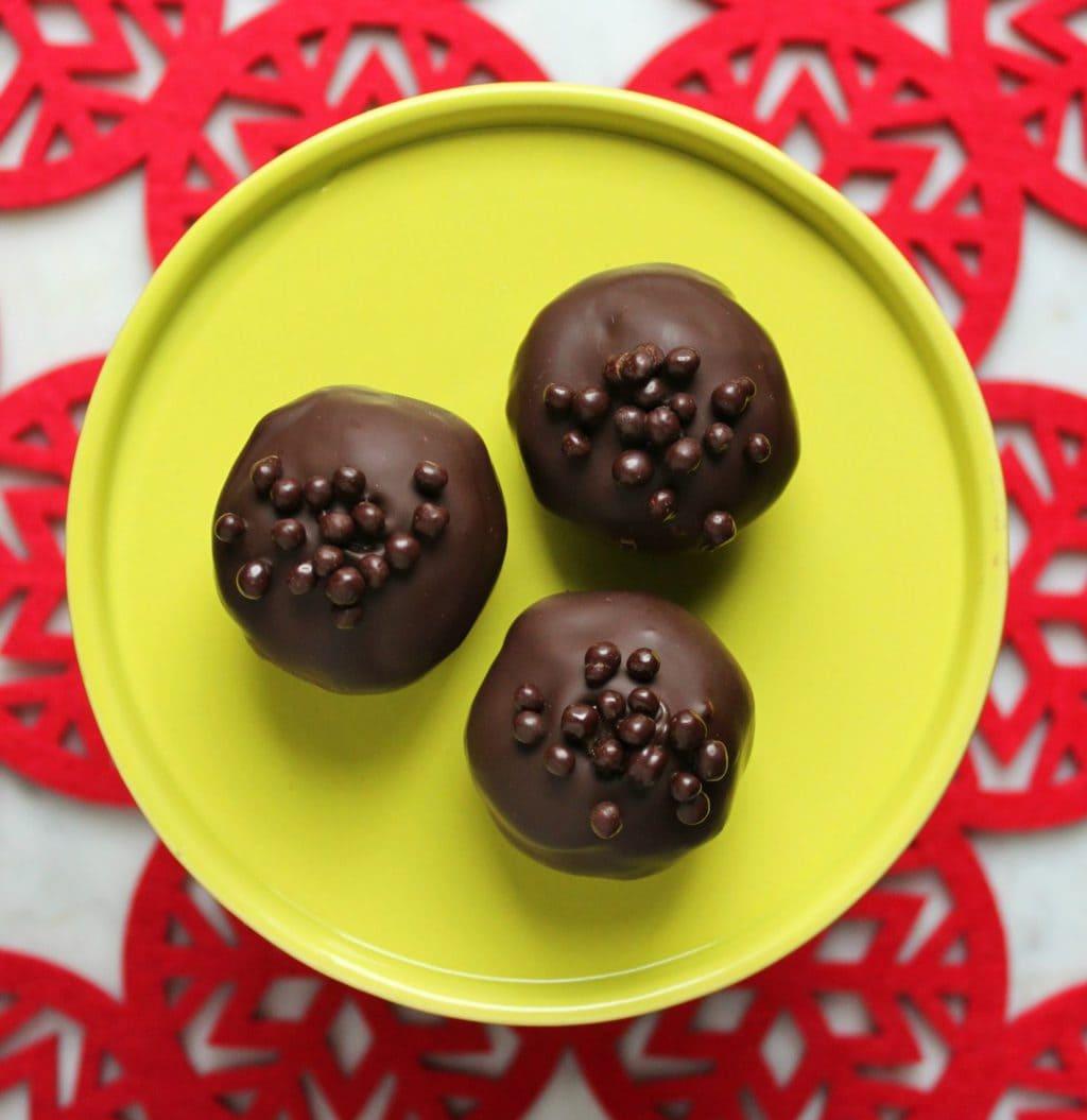 Nanaimo Truffles are a spin on the traditional layered Canadian favourite Nanaimo Bars #truffles #NanaimoBars #ChristmasBaking #Chocolate