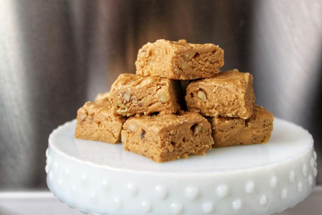 A taste of old Quebec from the heart of the prairies. Ma grand-mere's Sucre à la Crème or Maple Fudge. Easy and Satisfying for any sweet tooth #maplefudge #maple #FrenchCanadian